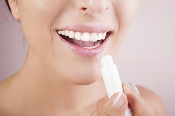 Как защитить губы от мороза