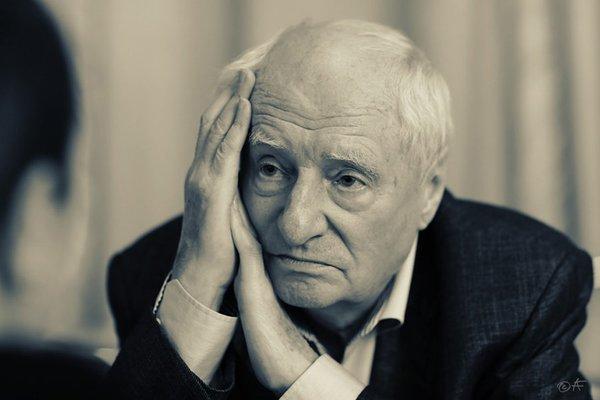 Режиссер Марк Захаров попал в больницу