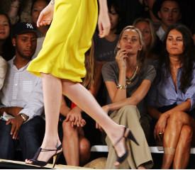 Что предпочтет женщина - хорошую обувь или… мужчину?