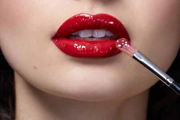 Лайфхак: как увеличить губы без косметолога