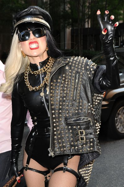 Леди Гага скрывает русского любовника