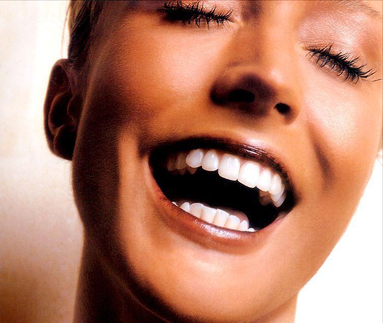 Смех и улыбки вместо йоги