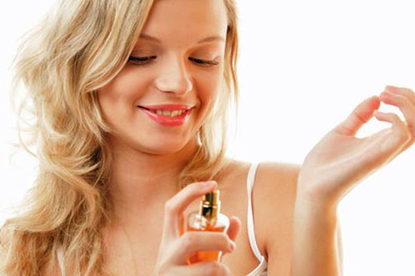 Наносим парфюм правильно