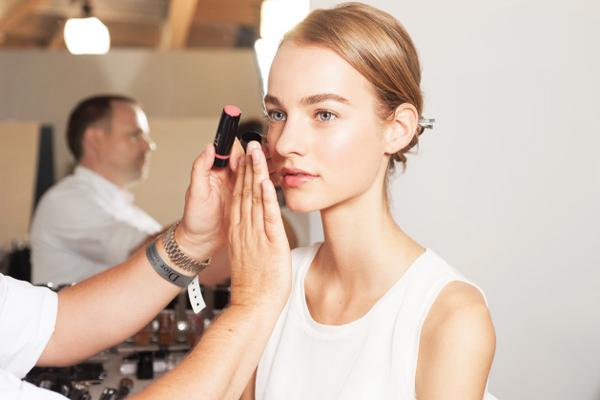 Горячий тренд Yoga skin в макияже