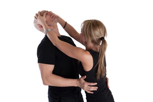 Женская самозащита. Как заставить убежать нападавшего. Видео. 14972.jpeg