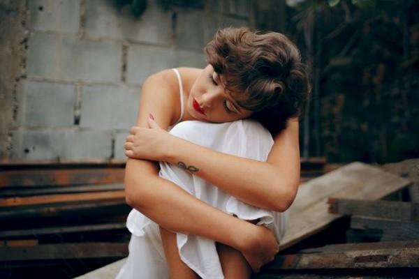 Привычки, выдающие одинокую женщину