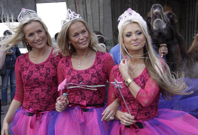 Международный парад блондинок