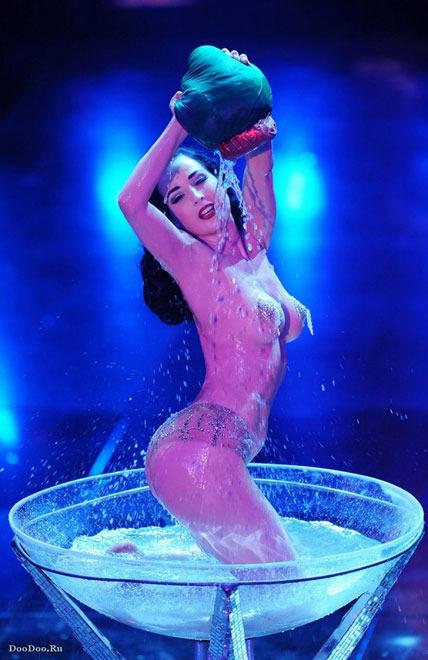 striptiz-v-eroticheskom-kostyume-video