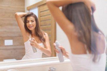 Молодые люди не используют дезодорант