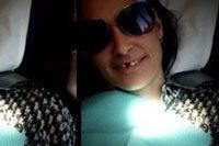Деми Мур улыбнулась миру без зуба