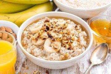 Диетологи: диабетикам полезен цельнозерновой хлеб, орехи и яйца