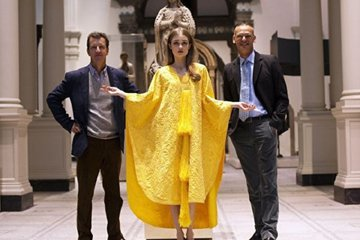 Золотое платье из шелка паука