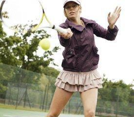 Теннисистки соревнуются платьями