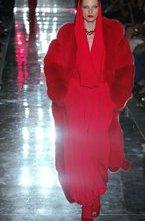 На Неделе Высокой Моды в Париже дизайнер Alexandre Vauthier представил новую коллекцию сезона осень-зима 2011-12. Коллекция Alexandre Vauthier – ода красному цвету. Красные шубы, платья, костюмы, купальники, белье, в конце концов обувь и макияж все было в красном цвете.