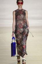 В рамках крупнейшей на южноамериканском континенте Sao Paulo Fashion Week модный дом Osklen показал роскошную новую коллекцию одежды сезона весна-лето 2012 из всевозможных натуральных тканей.