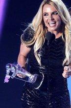 В Лос-Анджелесе стали известны имена первых обладателей наград музыкального телеканала MTV в области музыкальных видеоклипов по итогам текущего года.