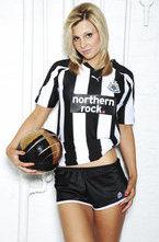 Клуб английской Премьер-лиги Ньюкасл запустил собственную линию сексуального нижнего белья для женщин. Теперь у фанаток Сорок появилась возможность носить нижнее белье, выполненное в традиционных черно-белых цветах команды и с изображением клубной эмблемы.