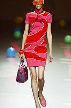 После Нью-Йоркской Недели моды всё внимание модного мира переместилось на другой континент в Европу. Лондон и Мадрид открыли свои  недели высокой моды . Предлагаем Вашему вниманию фото с показов Мадридской Недели моды. Cibeles Madrid Fashion Week традиционно проходит два раза в год - в феврале и в сентябре. Осенью испанские дизайнеры представляют публике свои коллекции сезона весна - лето 2012.