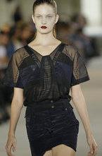В рамках недели моды в Париже прошел показ коллекции одежды модного lдизайнера Anthony Vaccarello сезона весна-лето 2012