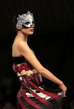 В пакистанском мегаполисе Карачи прошел модный показ новых коллекций местных дизайнеров. Свои новые работы представили Amir Baig и Sharifah Kirana.