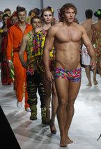В Москве на модном показе «YanaStasia» дизайнеров Яны и Анастасии Шевченко звезды российского шоу-бизнеса переоделись в героев национального фольклора.