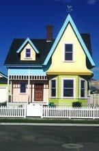 Уникальный дом, идея создания которого была заимствована из полнометражного мультфильма  Вверх  мог бы превратиться в унылое строение безликого коричневого цвета - именно таким его желают видеть сварливые соседи...