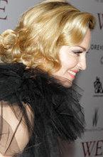Промо-тур фильма Мадонны  Мы. Верим в любовь  подходит к концу: в широкий прокат картина попадет уже в начале февраля, и сейчас команда фильма выходит на красные дорожки чуть ли не в последний раз.