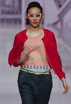 В Пекине проходит Неделя высокой моды. Молодые китайские модельеры представили свои новые коллекции сезона осень-зима 2012.