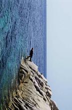Фотограф Филипп Раметт (Philippe Ramette) бросает  вызов законам гравитации. Свою борьбу с силами природы он фиксирует на фотокамеру.
