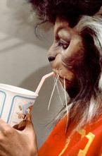 В 1983 году Дуглас Киркланд (Douglas Kirkland) делал фоторепортаж со съемок клипа Майкла Джексона (Michael Jackson) «Thriller».