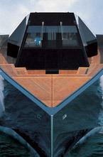 Мега яхта 118 WallyPower построена на верфи                Wally в 2003 году. Это самое быстроходное судно мира такого класса.