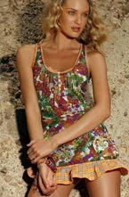 Компания Agua Bendita всегда славилась производством романтичных и  сексуальных купальников. Лицом коллекции 2011 года стала супермодель  Кэндис Свейнпол (Candice Swanepoel). Красивые ткани и миниатюрный  покрой, пожалуй, идеальное сочетание для девушек.