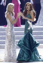 Победительницей конкурса красоты  Мисс США  стала в этом году 21-летняя жительница штата Калифорния Алисса Кампанелла. Вместе с короной рыжеволосая красотка получила право представлять Штаты на конкурсе  Мисс Вселенная , который состоится в сентябре в Бразилии.