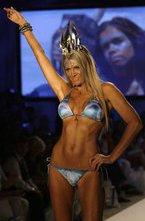 В рамках Mercedes-Benz Fashion Week Swim 2011 в Майами прошел показ новой пляжной коллекции бикини марки Lisa Blue. Купальные костюмы посвящены индейской тематике.